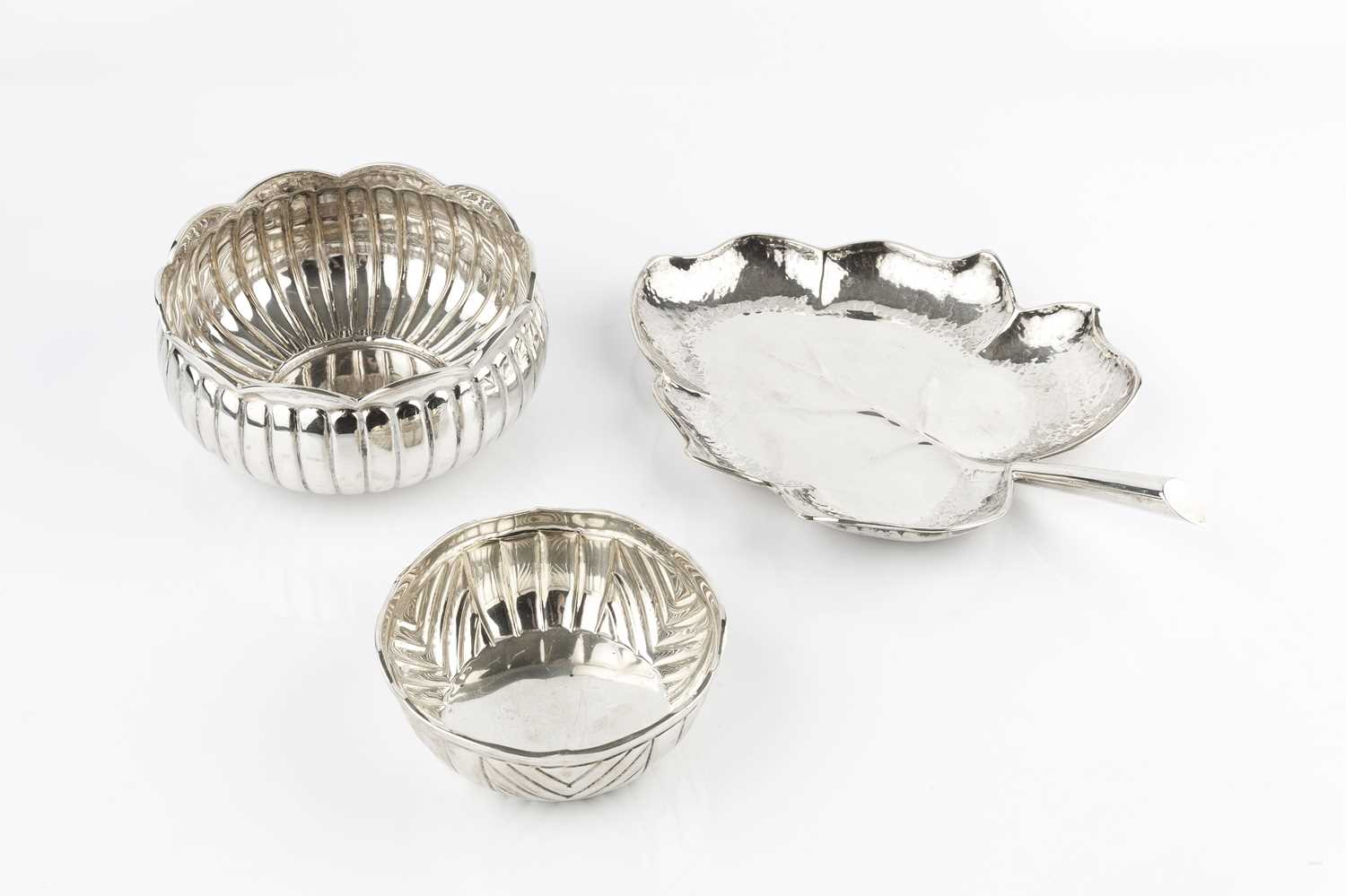 A Peruvian silver leaf shaped dish, with planished border, stamped '925 Sterling Peru', 26cm long,