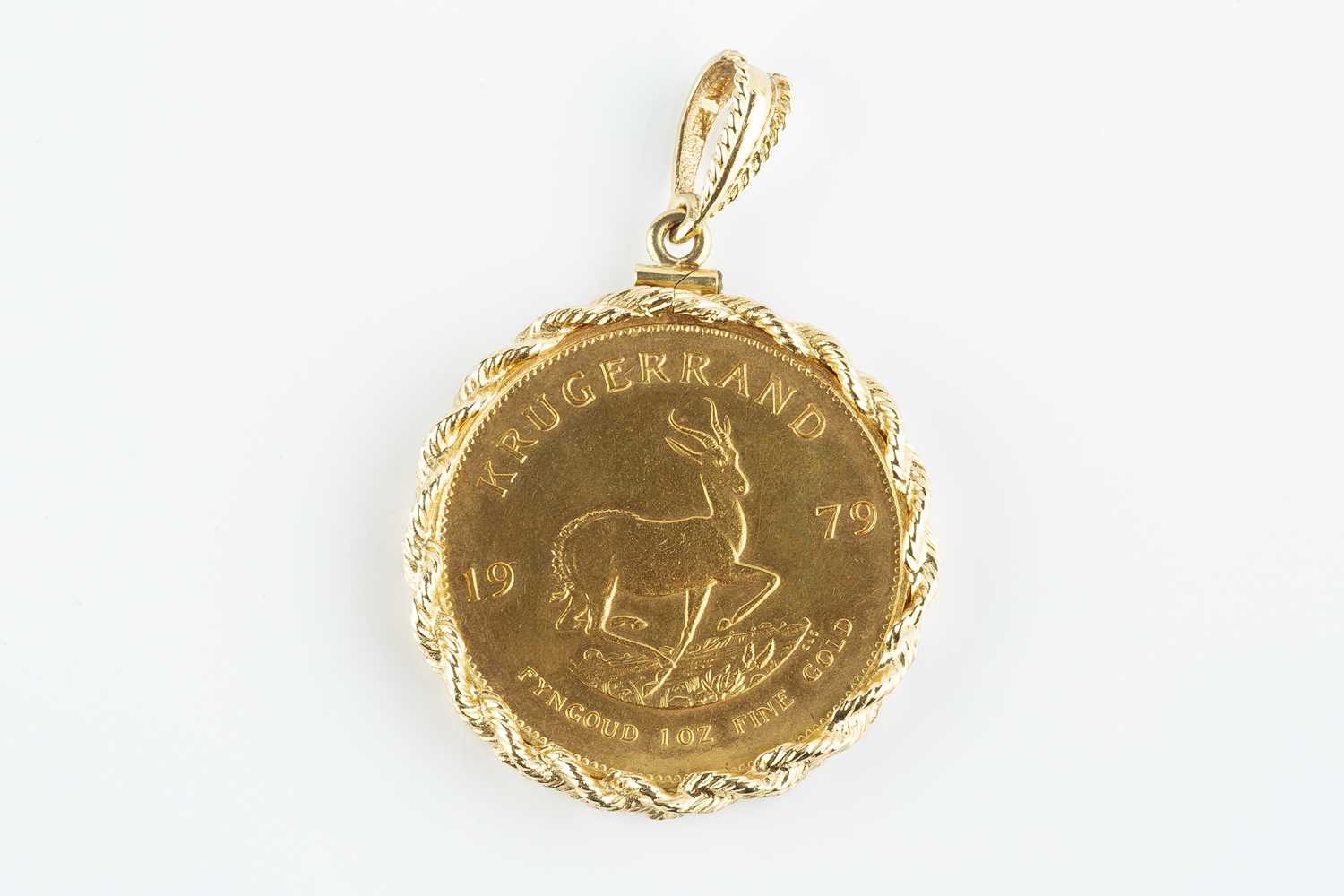 A South Africa Krugerrand, dated 1979, in ropetwist edged pendant mount stamped '14kt', pendant