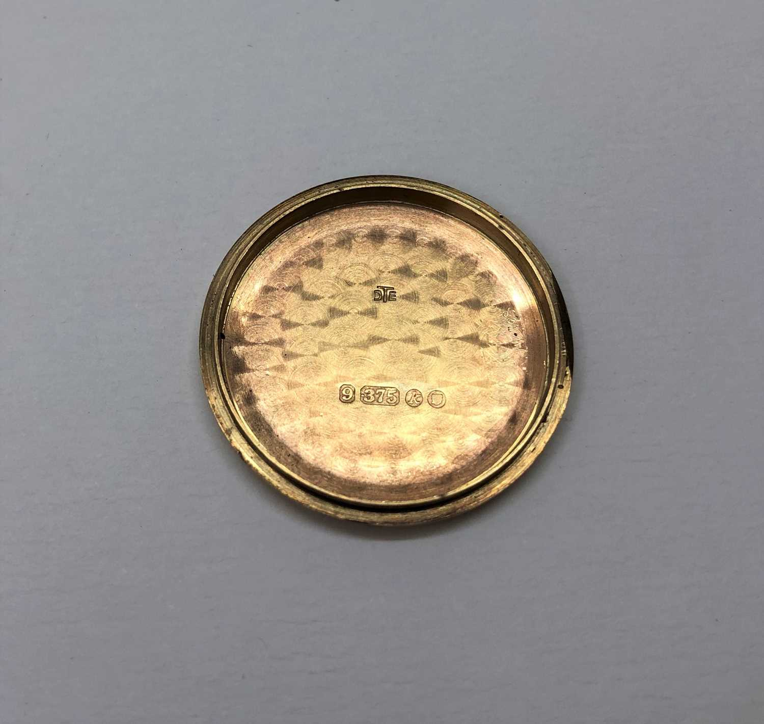 A gentleman's 9ct gold wristwatch by Jaeger-LeCoultre, the circular silvered dial with gilt baton - Image 4 of 5