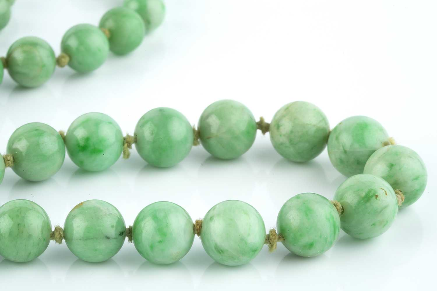 A jade bead necklace, comprising a single strand of jade beads, graduating from approximately 9. - Image 2 of 2