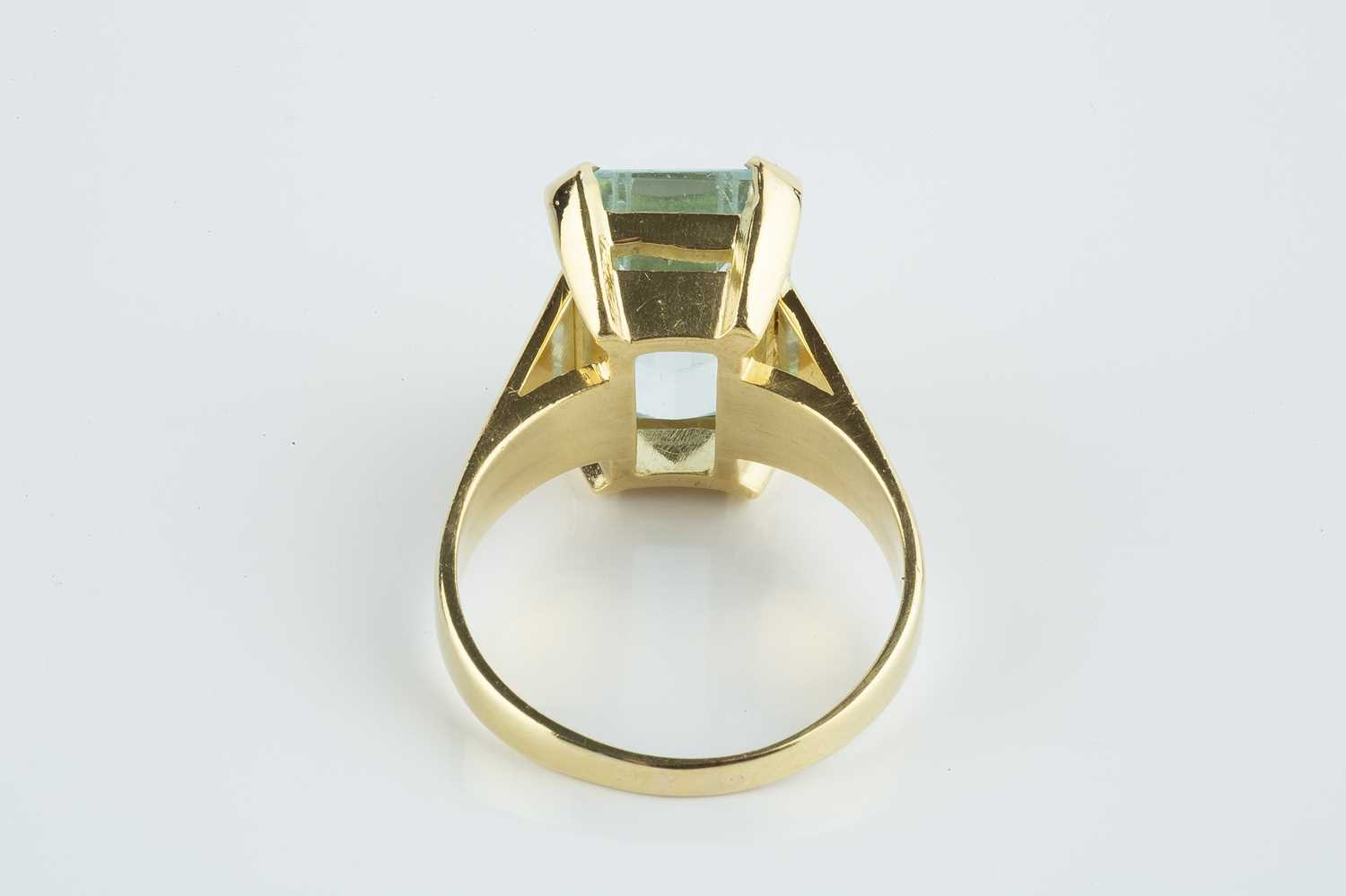 An aquamarine single stone ring, the rectangular step-cut aquamarine with canted corners, in four - Image 3 of 3