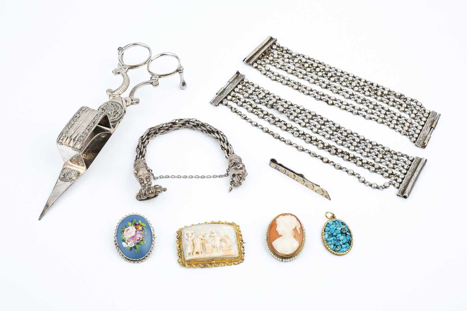 A small collection of jewellery, comprising a rectangular shell cameo brooch/buckle, an Eastern
