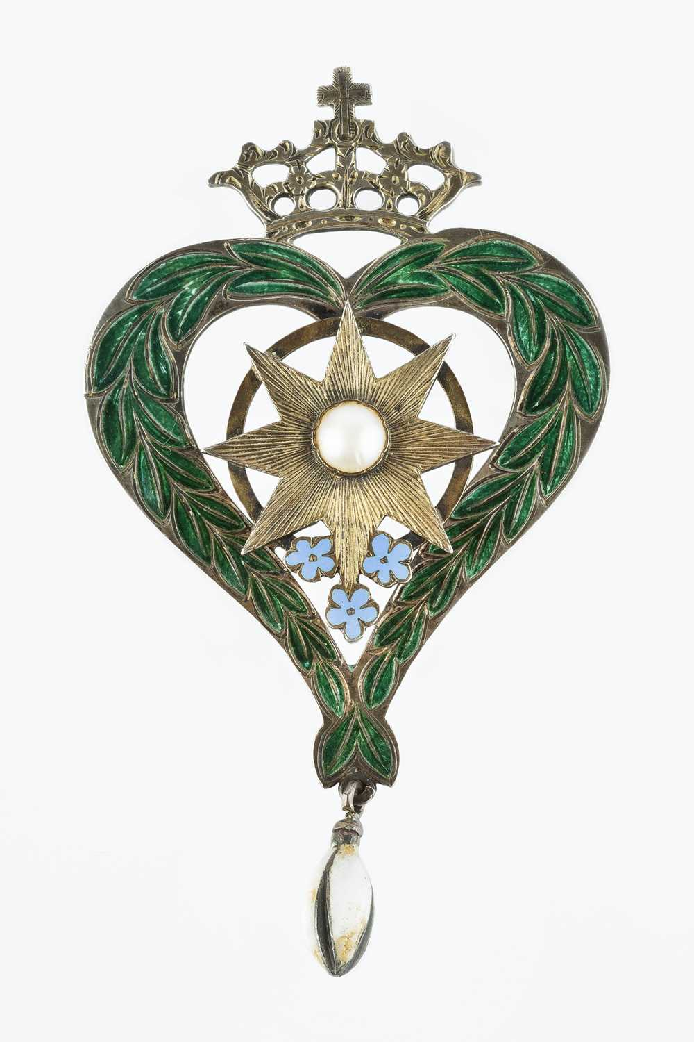 Of Scottish interest: A Victorian half pearl and enamel brooch, of crowned heart design, with - Image 2 of 3