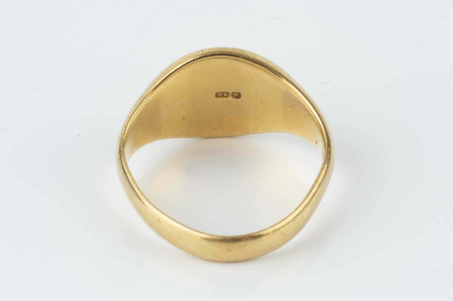 An 18ct gold signet ring, hallmarked for Birmingham 1925, monogrammed, ring size approximately - Image 3 of 3