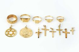 A collection of jewellery, comprising a 9ct gold St Christopher pendant, a 9ct gold Star of David