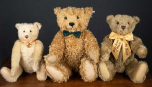 A Steiff 'Henderson Bear', numbered 39/2000, 51cm high made exclusively for Teddy Bears of Witney,