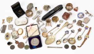 A miscellaneous collection of jewellery and bijouterie to include a pair of 9 carat gold spectacles,