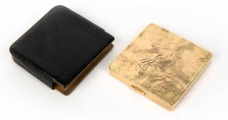 A 9 carat gold ladies compact stamped 375, engraved EW 1960 to reverse, makers marks E and