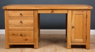 A modern light oak desk ,164cm wide x 65cm deep x 81cm highCondition report: In good condition,