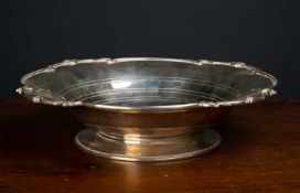 A Mappin & Webb silver bowl with shaped edge, 26cm diameter x 6cm highCondition report: In good