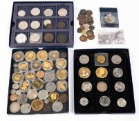 A mixed group of mainly 20th century coinage to include four £5 coins, further various crowns, two