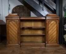 Oak aesthetic breakfront bookcase late 19th Century, with central open shelves flanked by cupboards,