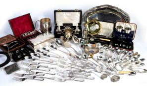 Collection of silver and silver plated items to include: silver napkin rings, spoons, silver