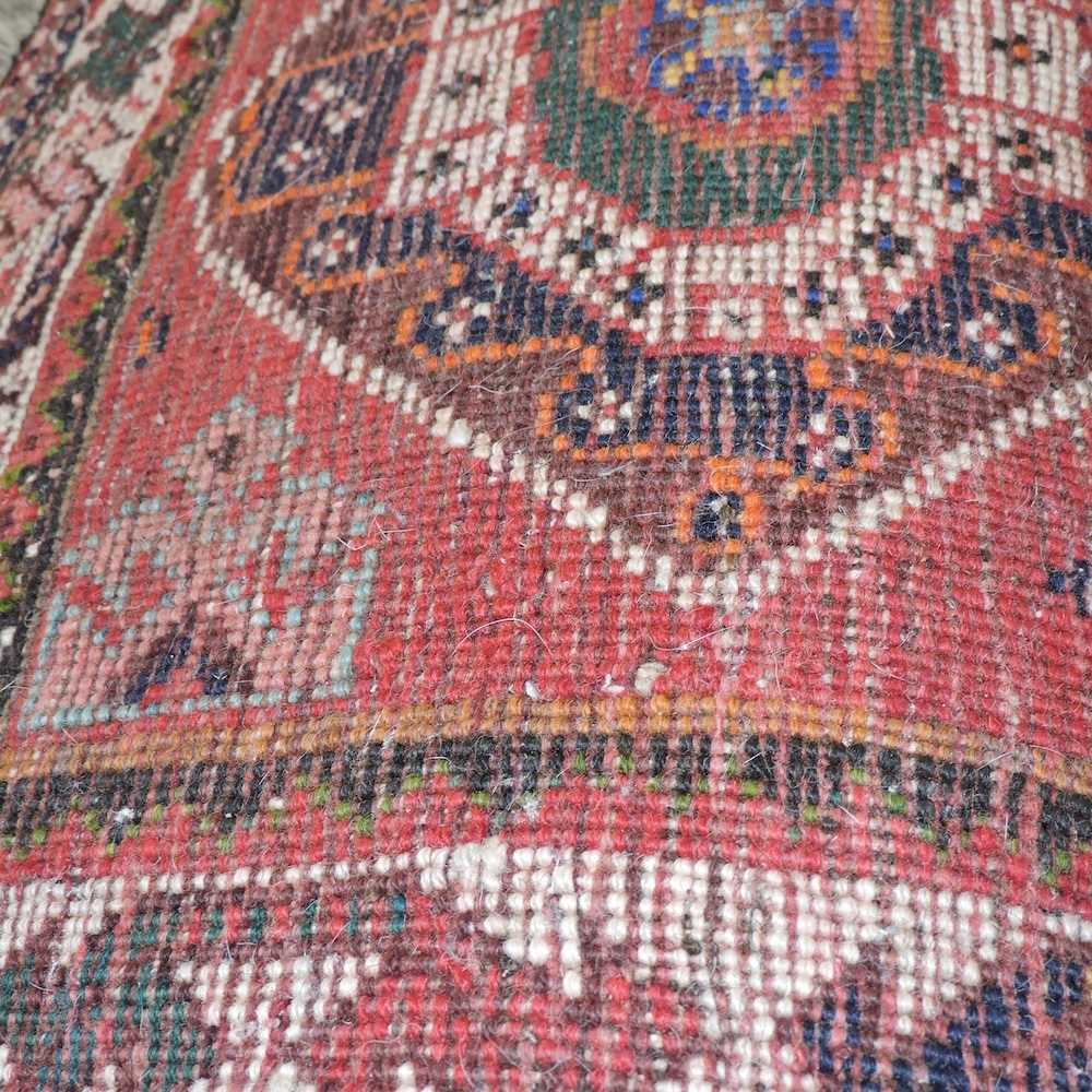 A Persian rug - Image 2 of 4