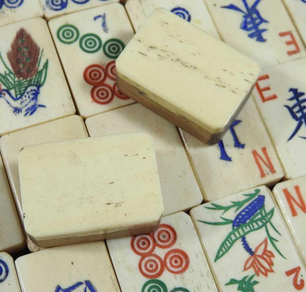 A vintage mahjong set - Image 8 of 12