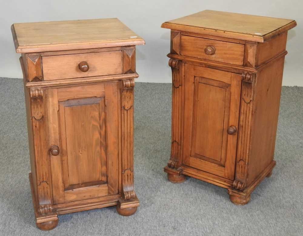 A pair of pine bedside cabinets - Image 4 of 5