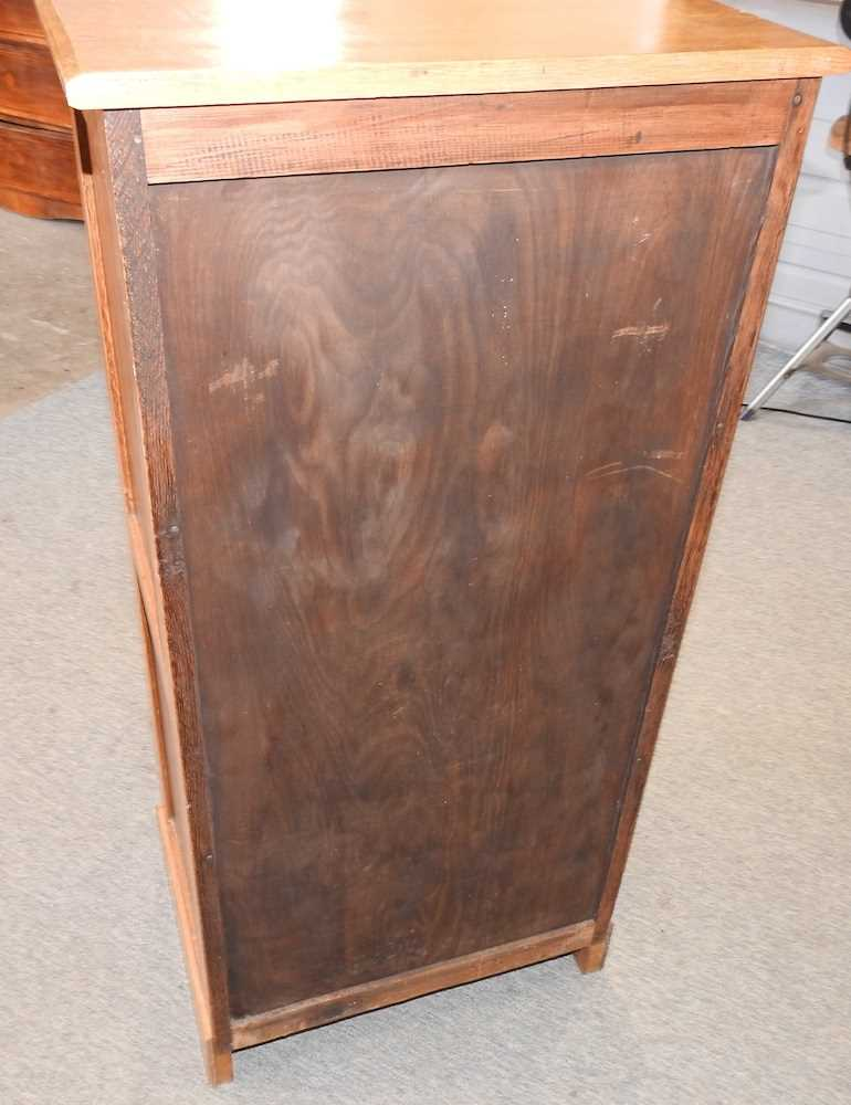 A modern narrow oak chest of drawers - Image 7 of 10