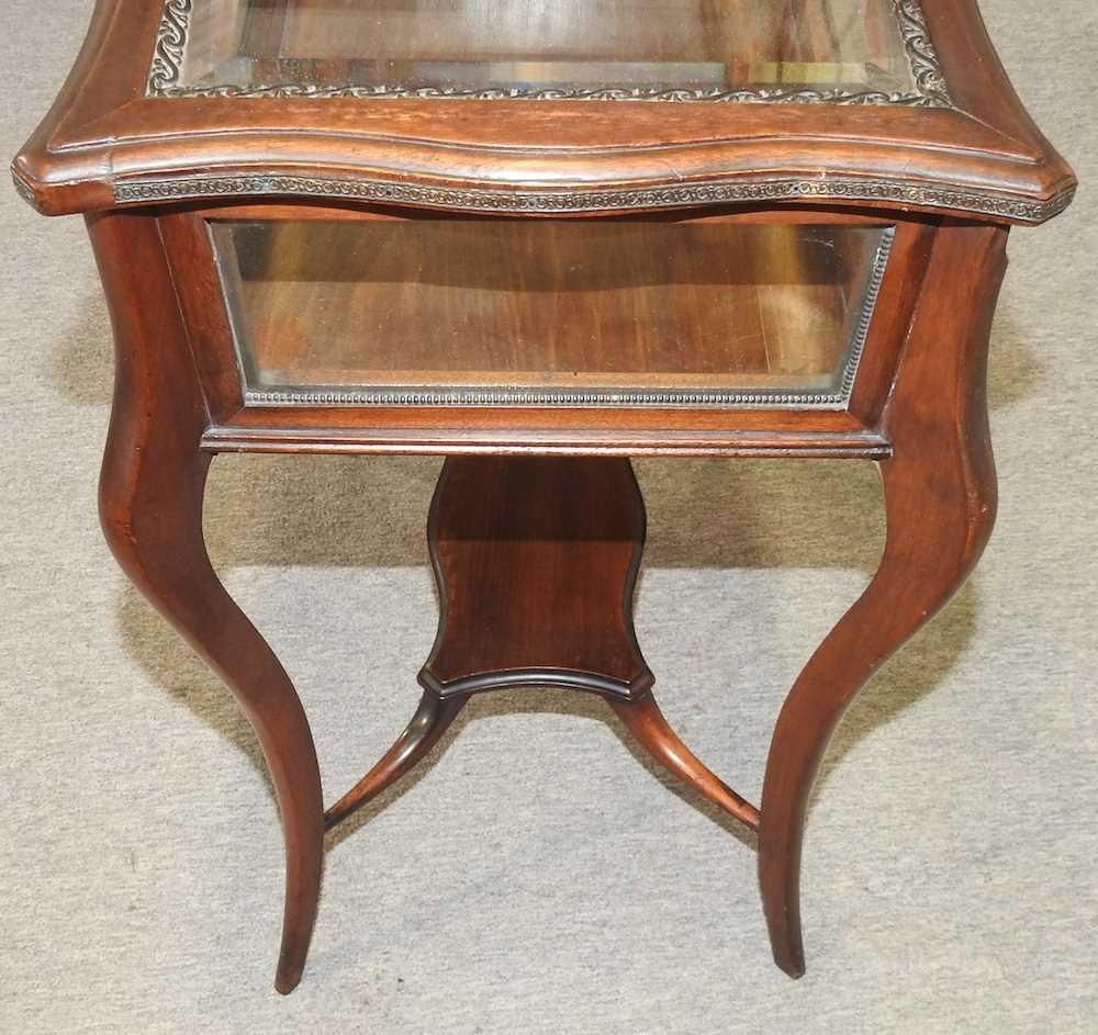 A 19th century mahogany bijouterie table - Image 8 of 9