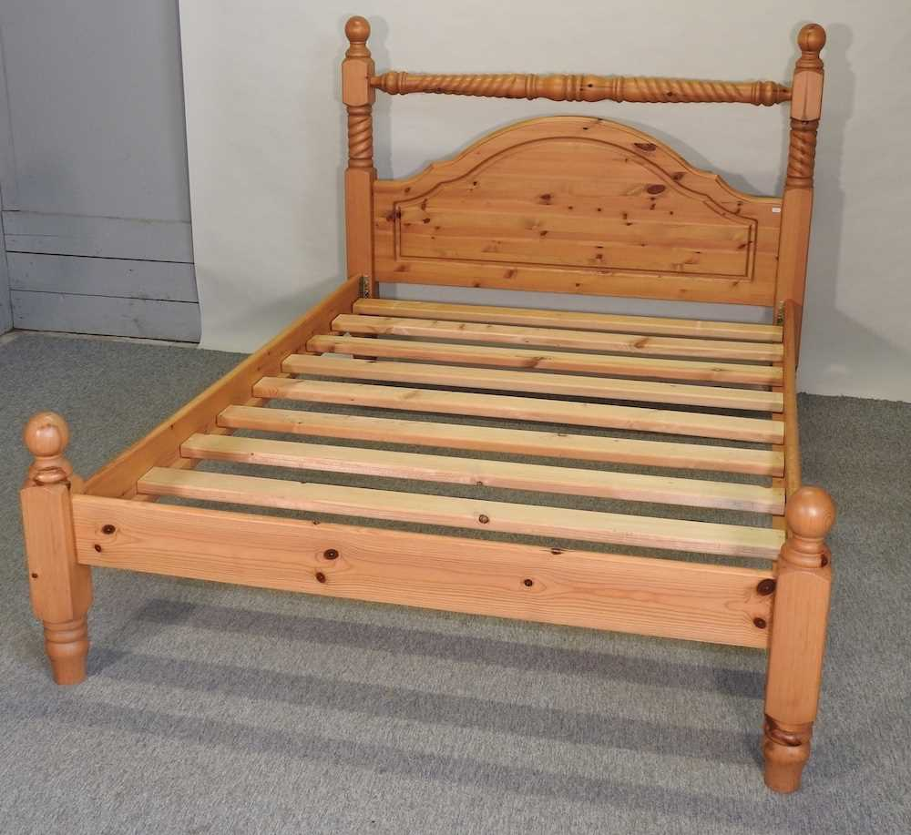 A modern pine double bedstead - Image 4 of 8