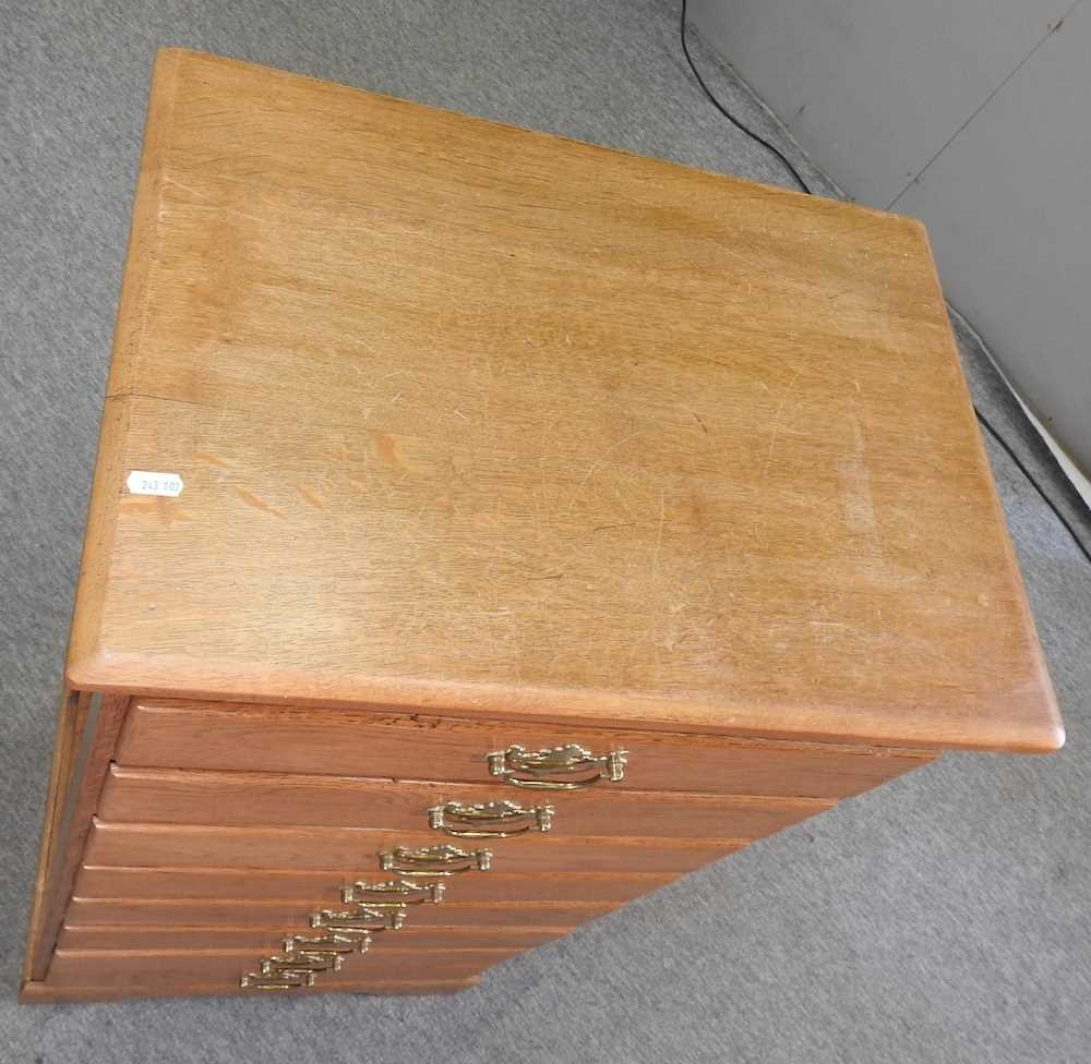 A modern narrow oak chest of drawers - Image 9 of 10