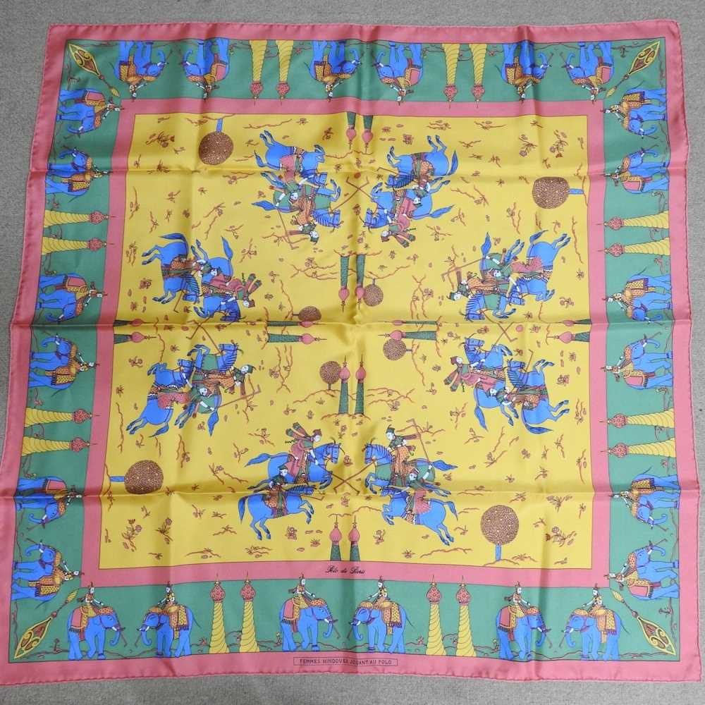 A Vintage Projectif scarf - Image 9 of 13
