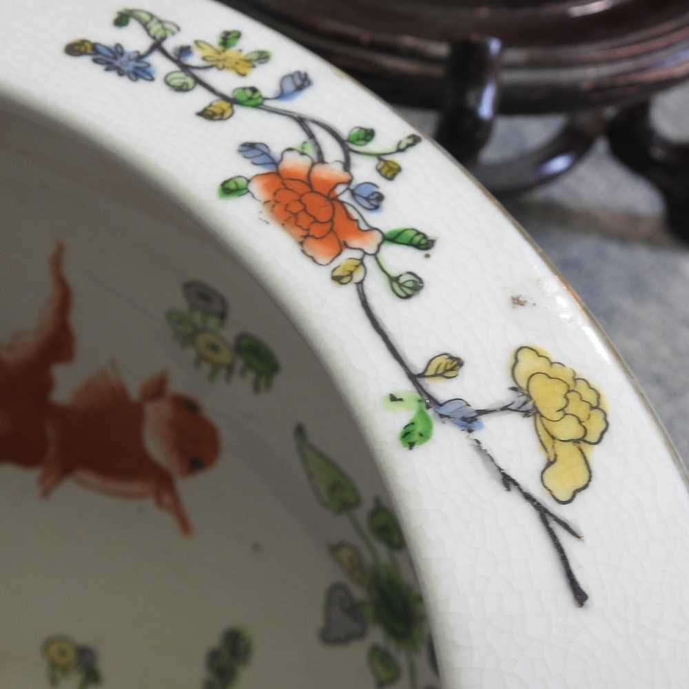 A 20th century Chinese famille verte porcelain fish bowl - Image 8 of 9