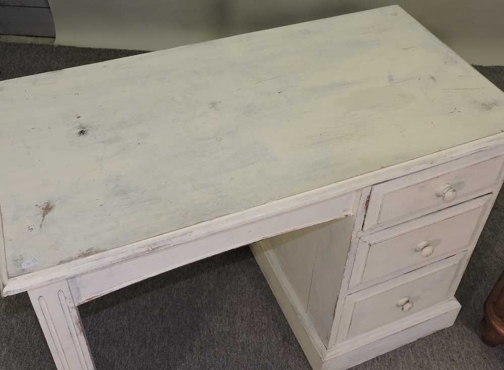 A white painted pine desk - Image 3 of 9