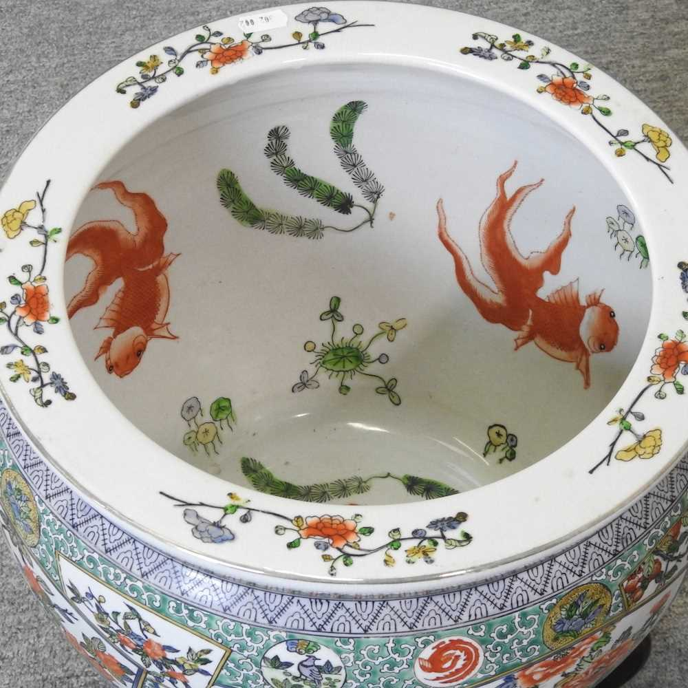 A 20th century Chinese famille verte porcelain fish bowl - Image 4 of 9