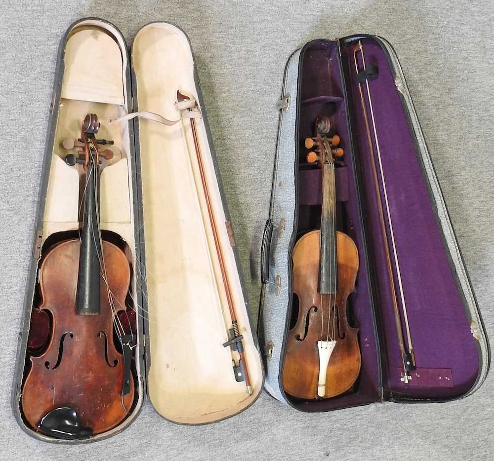 A violin and bow - Image 3 of 8