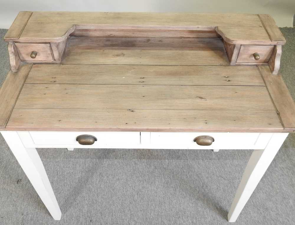 A modern cream painted desk - Image 3 of 6