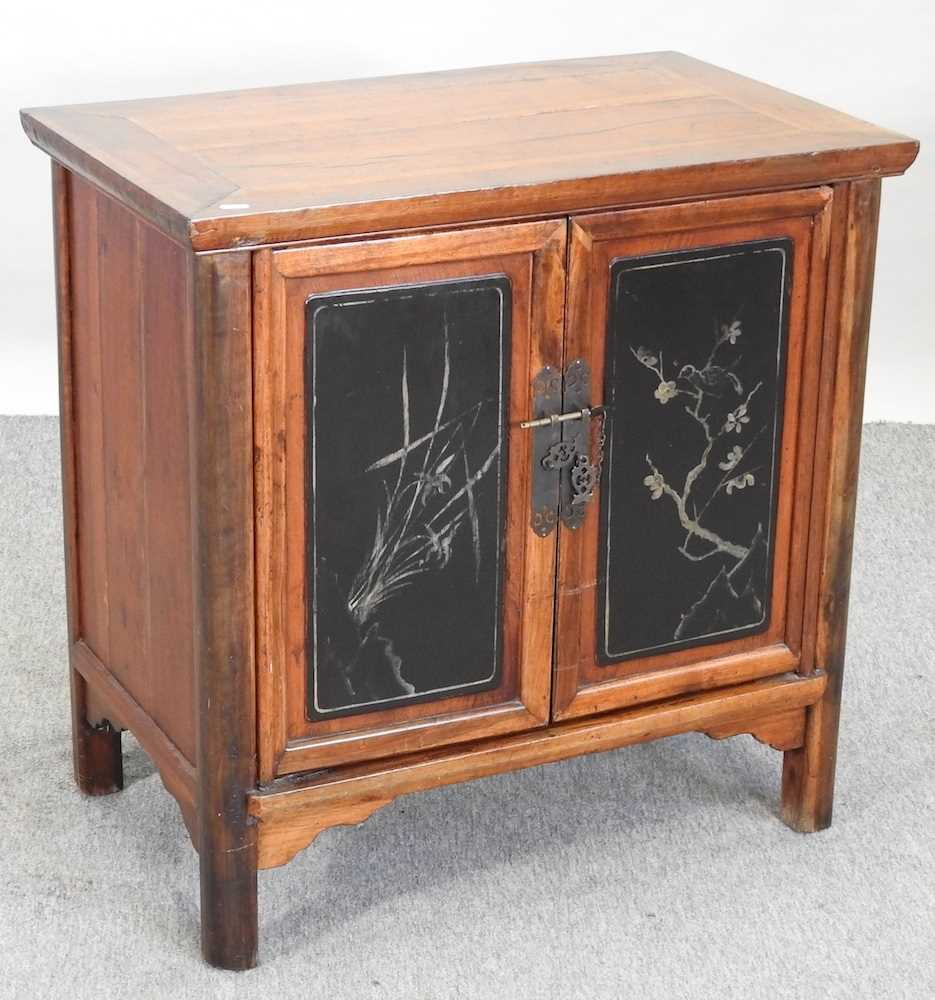 A modern Chinese hardwood cabinet - Image 3 of 10