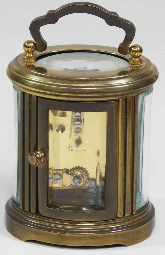 A small brass cased carriage clock - Image 4 of 8