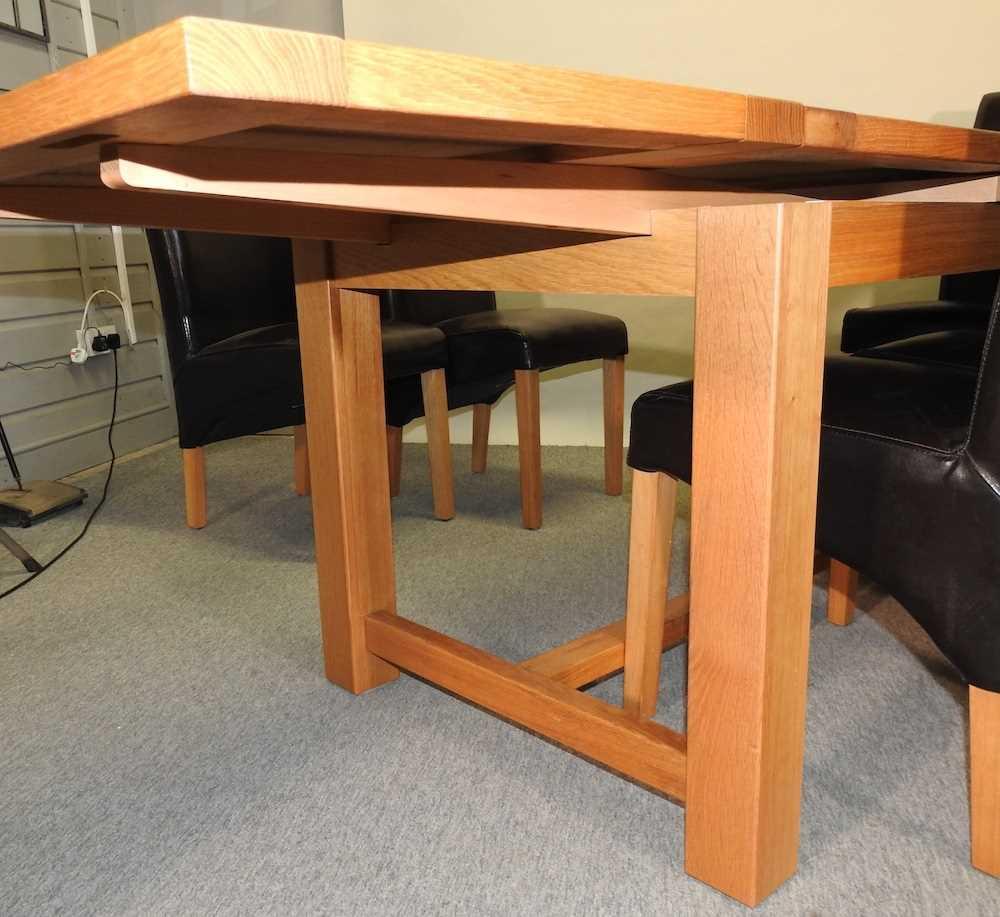 A modern oak draw leaf extending table - Image 4 of 8