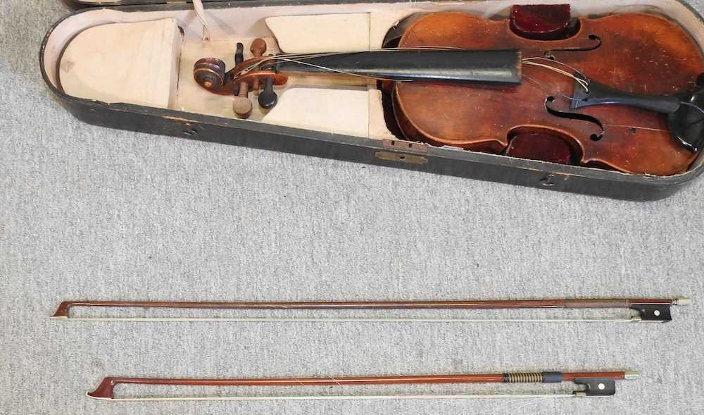 A violin and bow - Image 8 of 8