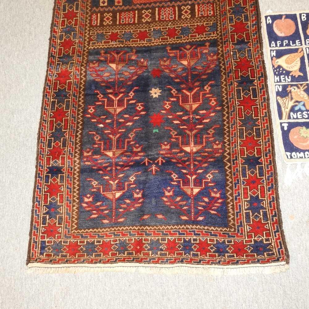 A woollen prayer rug - Image 5 of 9