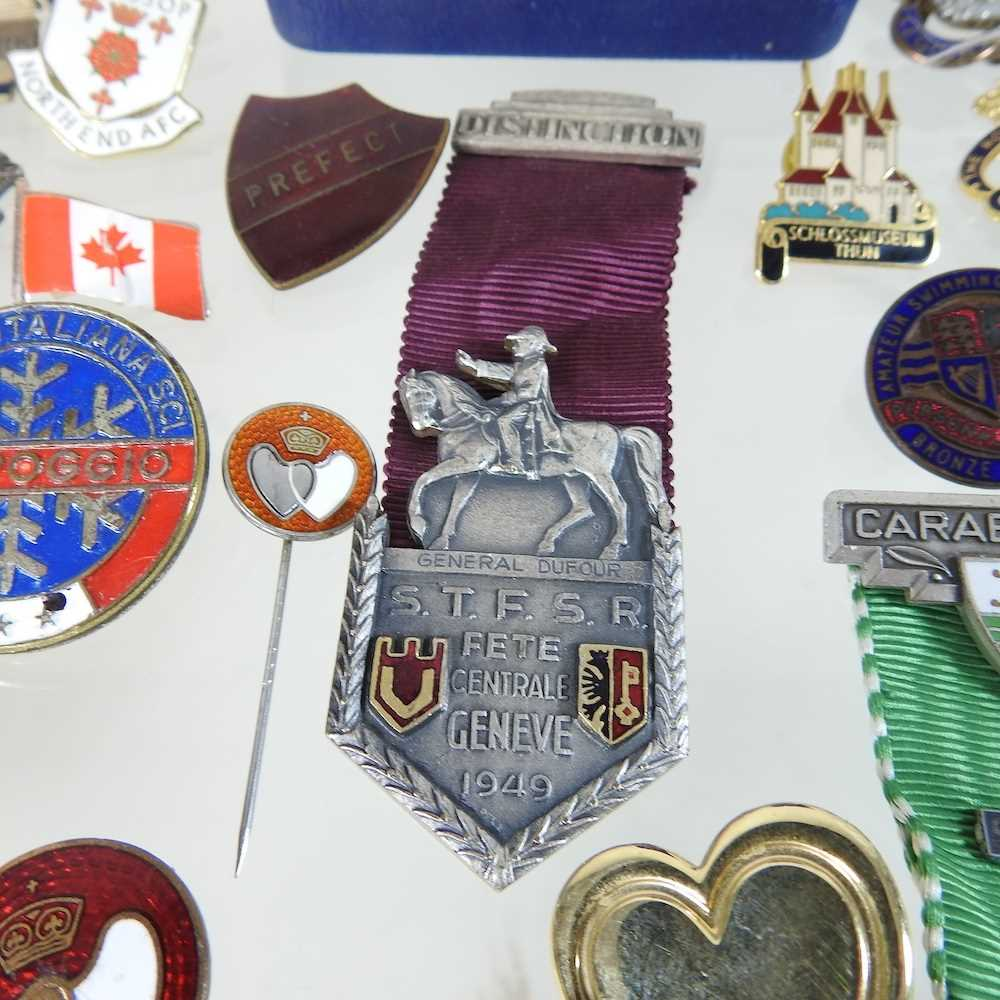 A collection of badges - Image 4 of 6