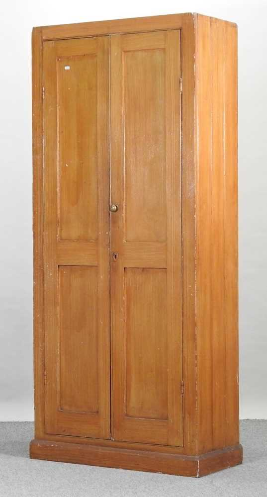 An early 20th century grained pine school cabinet - Image 3 of 7