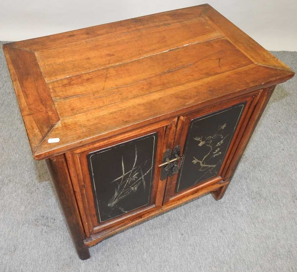 A modern Chinese hardwood cabinet - Image 4 of 10