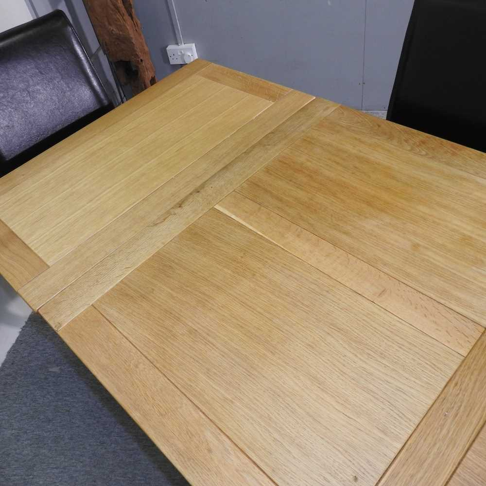 A modern oak draw leaf extending table - Image 3 of 8