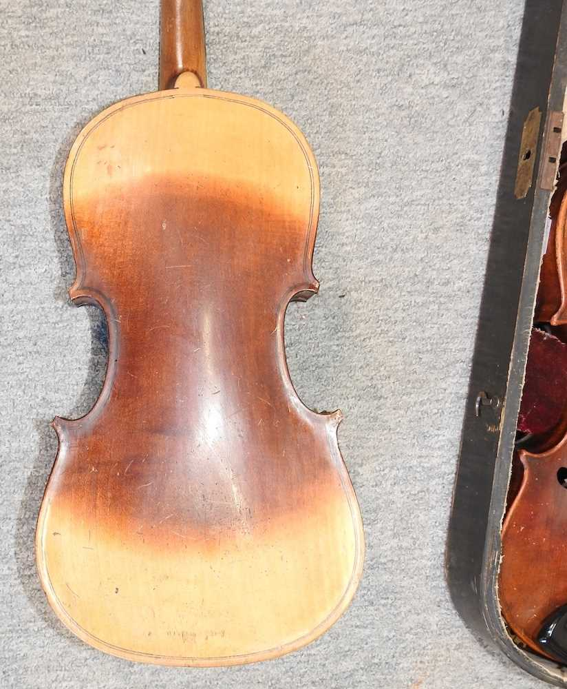 A violin and bow - Image 6 of 8