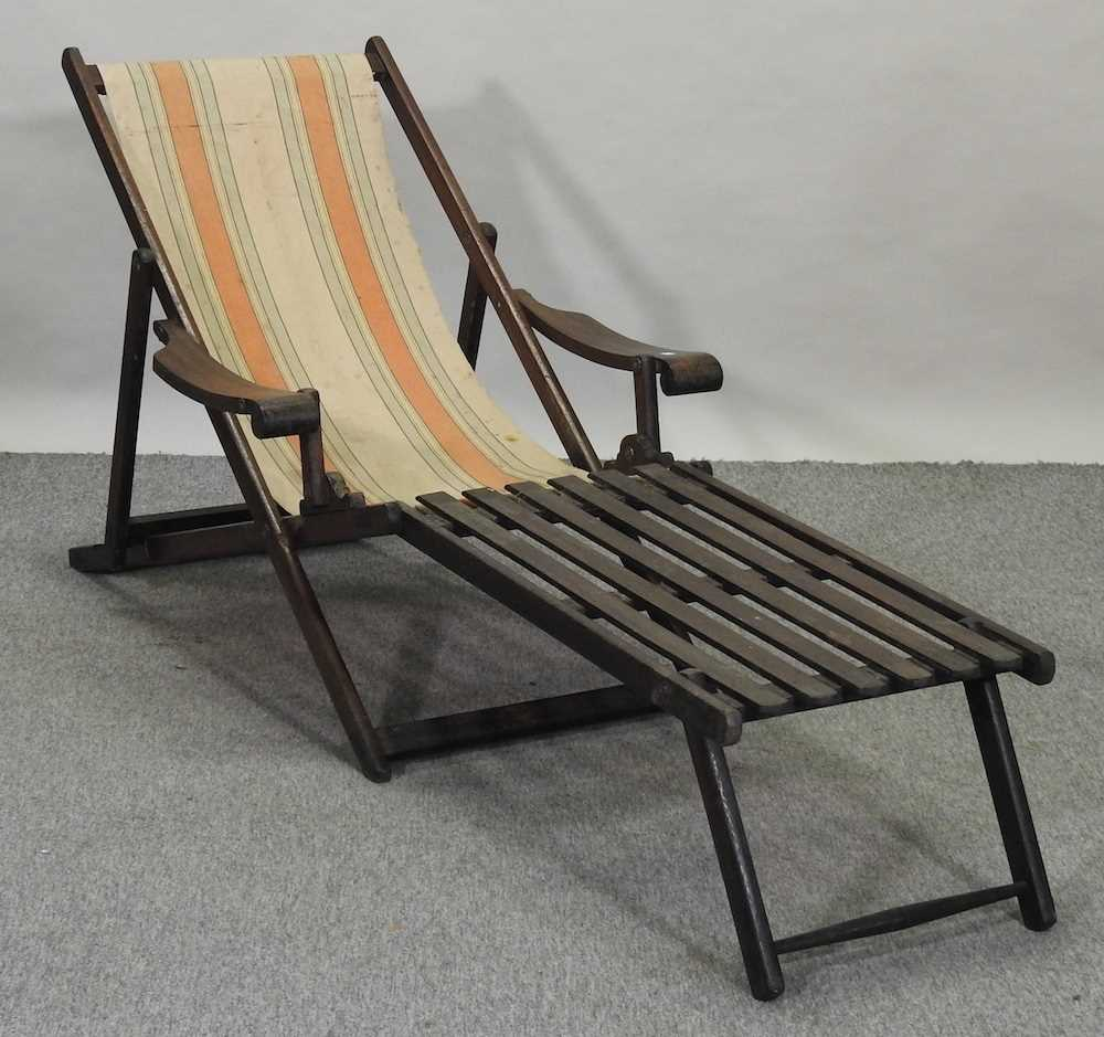 A folding wooden deck chair - Image 3 of 6