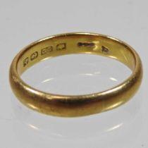 A gentleman's 22 carat gold wedding band