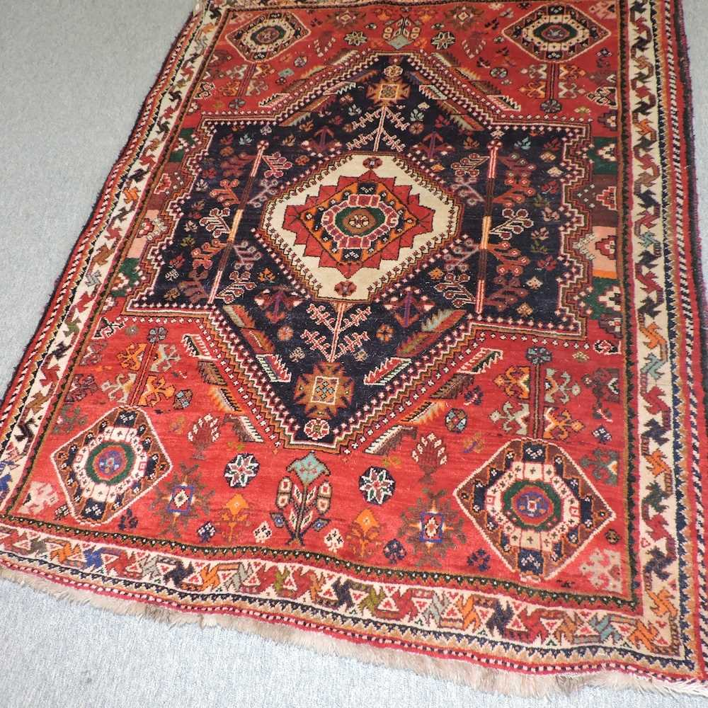 A Persian rug - Image 3 of 4