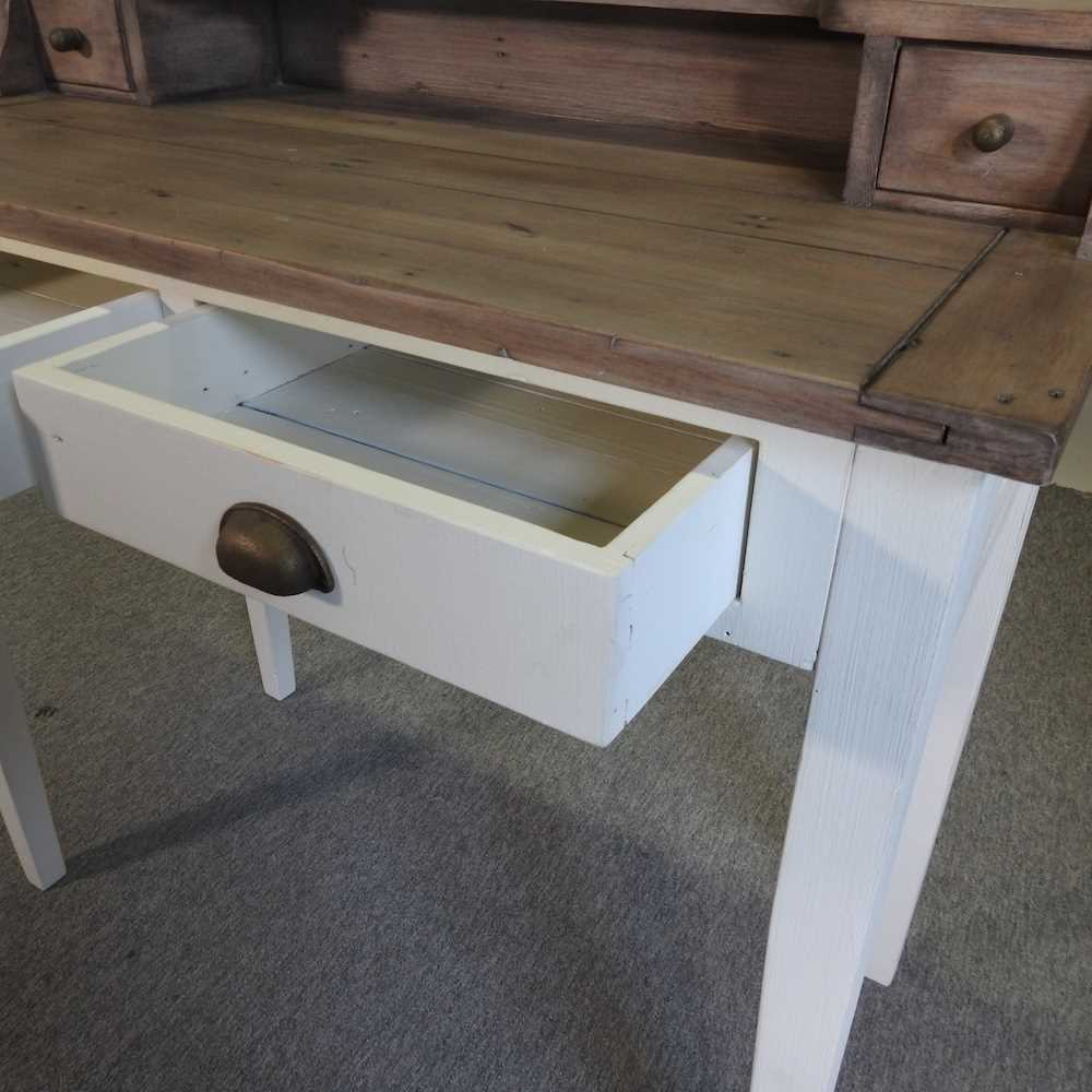 A modern cream painted desk - Image 5 of 6