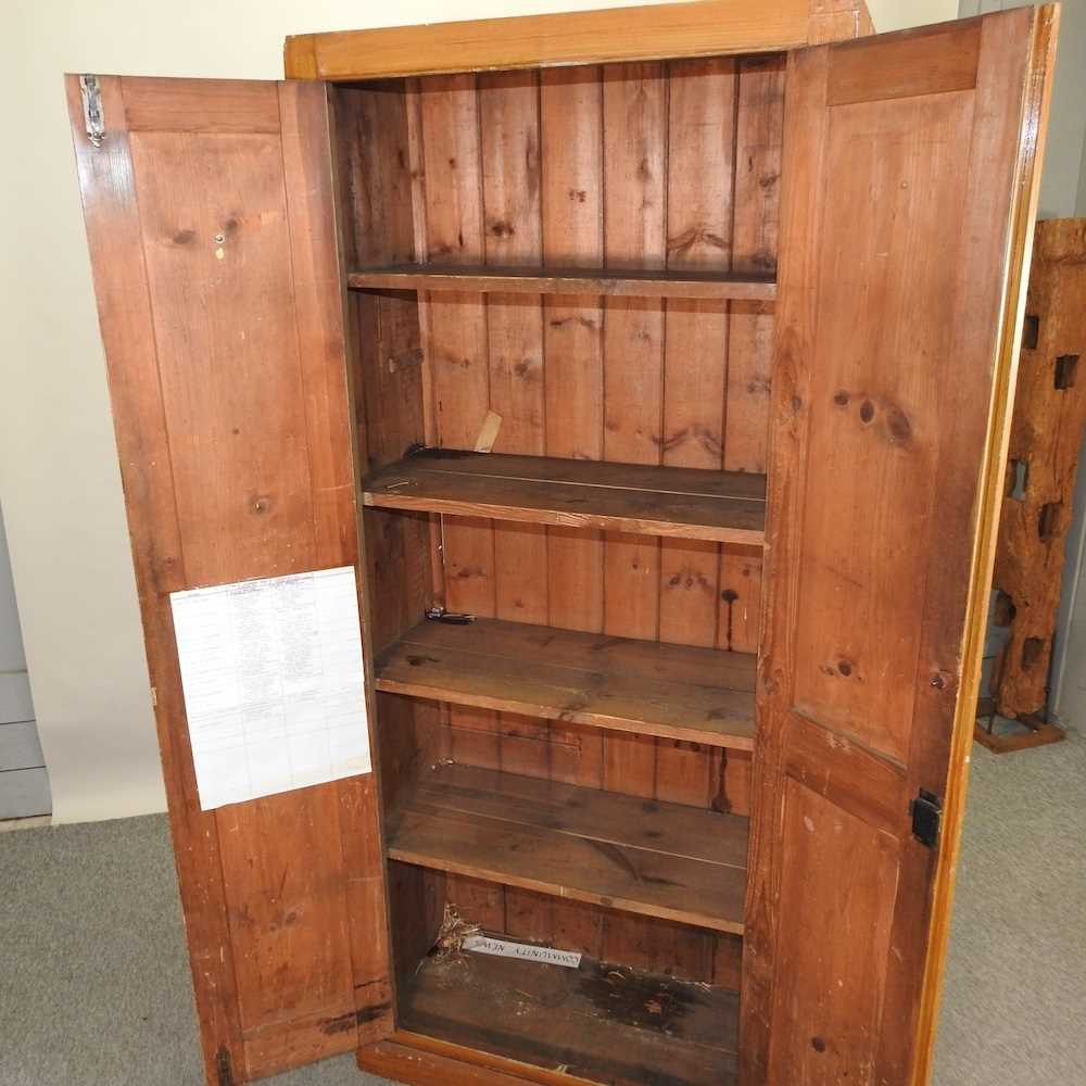 An early 20th century grained pine school cabinet - Image 2 of 7