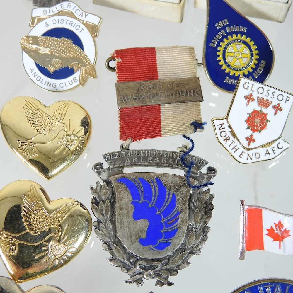 A collection of badges - Image 5 of 6