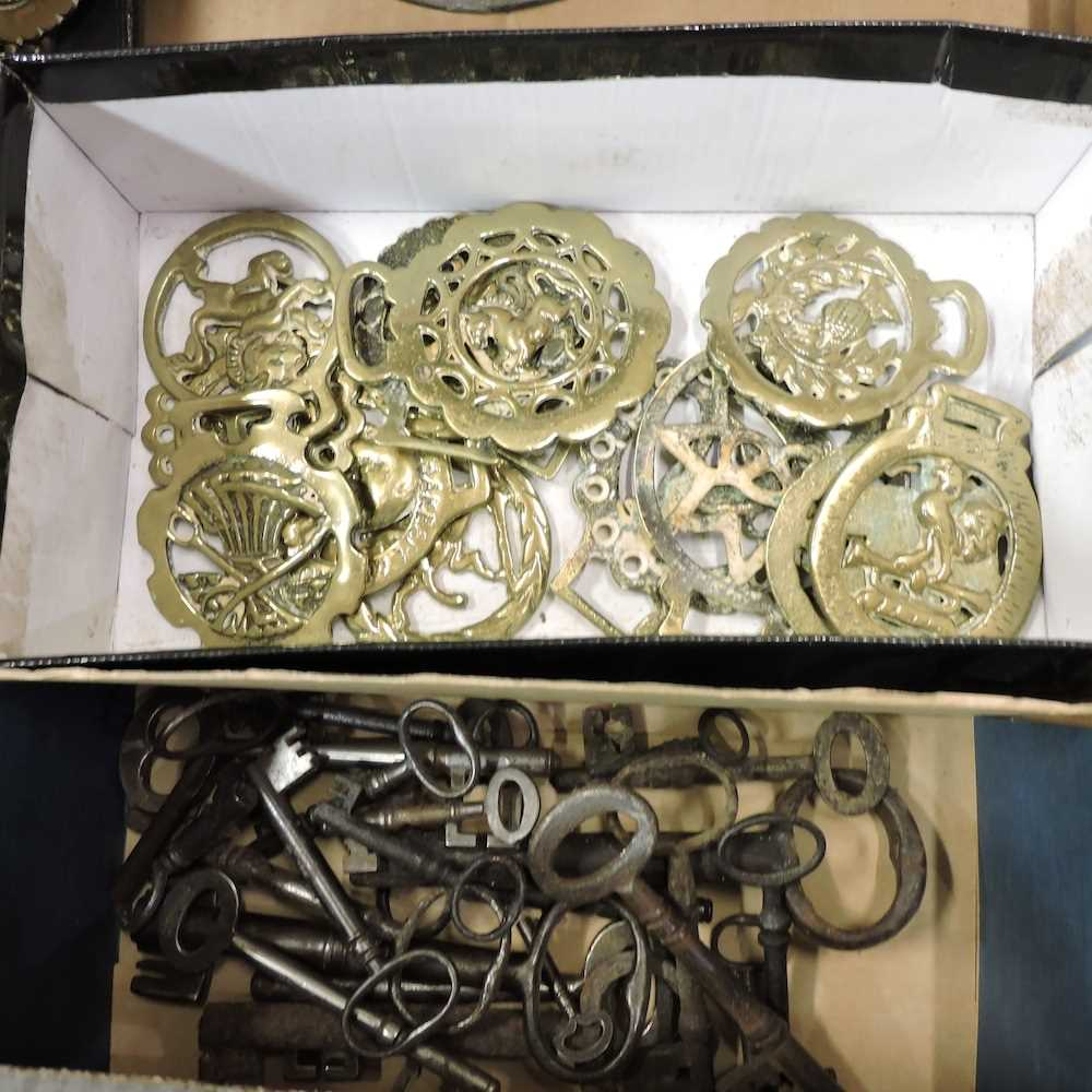 Two boxes of metal wares and other items - Image 4 of 6