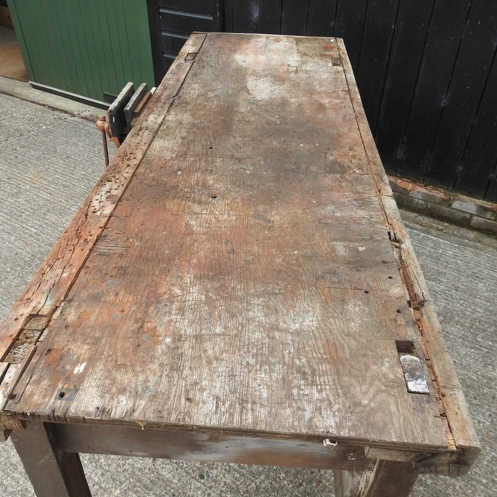 A wooden work bench - Image 3 of 4