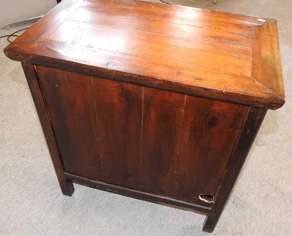 A modern Chinese hardwood cabinet - Image 6 of 10