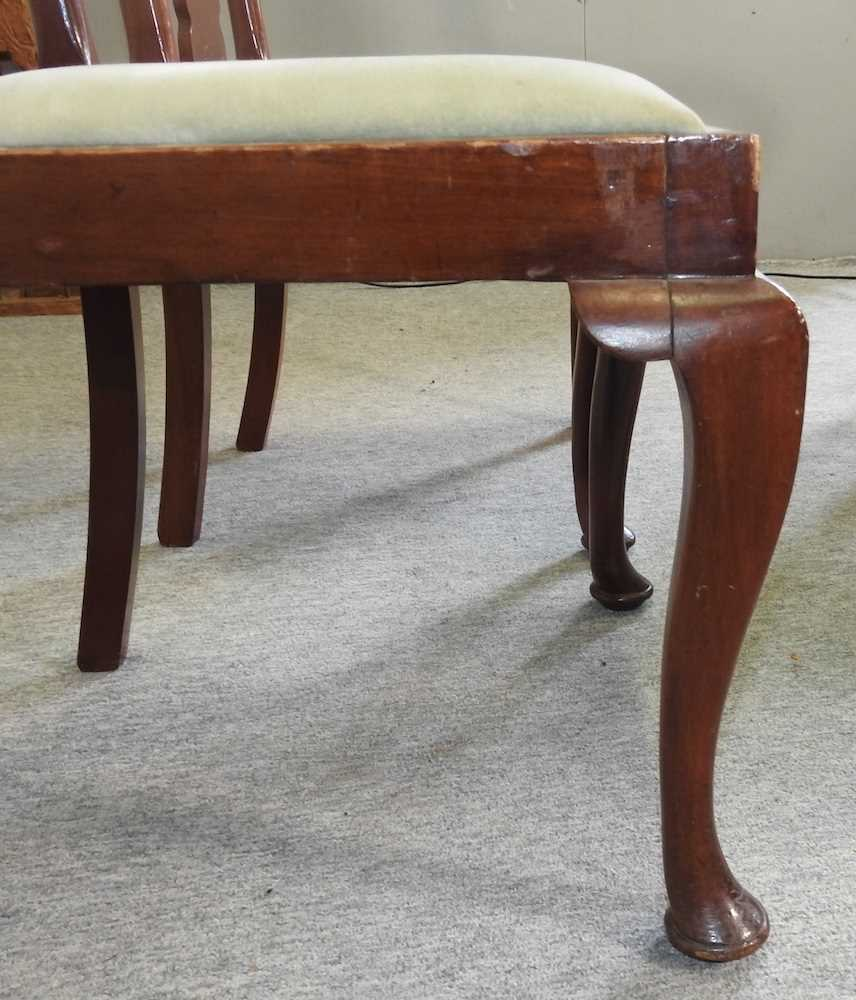 A set of four early 20th century Queen Anne style dining chairs - Image 3 of 9